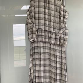 Flot kjole fra Second female. Rigtig fin stand
