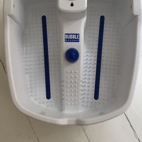 Næsten ny fodmassageapparat med 3 niveauer med varme, bobler og massage funktion Få dejlige afslappet fødder. Brugt 2 gange.