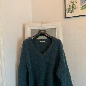 Boii Studio sweater