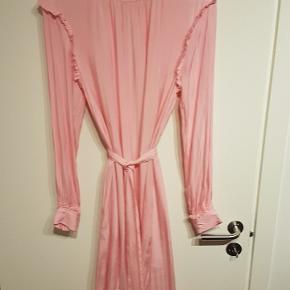 Super fin kjole fra Resume i str 40. Mp 250 kr pp.