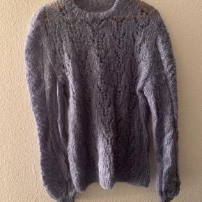 Hjemmestrikket sweater i str M-L. Garn i lækker kvalitet (uld og alpaca).