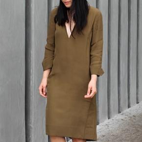 Helt ny kjole, aldrig brugt. 100 pct viscose. Modellen hedder EXILI