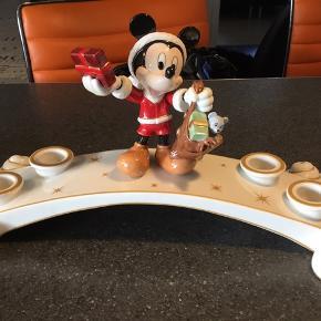 Adventstage med Mickey fra disney jul firkløveren, er i stand som ny. Er udgået. Porto kommer oveni.