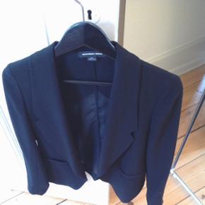 Alexander Wang jakke Rigtig god stand - brugt få gange.  Size 2 /Str. S.  Kan prøves/afhentes på Nørrebro Ved forsendelse betaler modtager porto. Nypris 3700kr.
