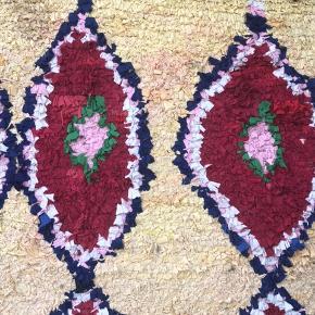 30 år gammelt marrokansk tæppe købt på Trendcarpet for et år siden (nypris: 4000kr)  Kom med et bud!   Farverne er mere skarpe i virkeligheden