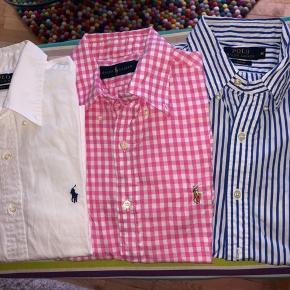 ❌orange hør/orange linen shirt SOLGT/SOLD❌ Cool langærmede skjorter fra Ralph Lauren i forskellige farver og materialer. Alle er købt i Ralph Lauren butikken i Illum og Magasin. De er alle i slim fit og alle i medium/15.5. De har kostet, alt efter materiale, 799kr-1.099kr  Poplin skjorter: 799kr  Oxford skjorter: 899kr  Hør skjorter: 1.099kr  Poplin og Oxford skjorterne kan købes for 500kr stykket. Hør skjorterne kan købes for 600kr stykket.  Hvis flere ønskes, kan der findes en samlet god pris på dem. Hvis i tvivl om hvilke der er hvad, så spørg endelig. Alle er som nye.