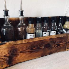 Vintage hylder, kan både bruges til vin, krydderier osv.