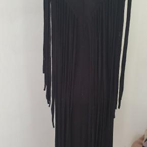 Fint kjole med frynser str.s svarende også til str.m