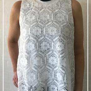 Sælger denne smukke bluse fra SAND, da jeg desværre ikke får den brugt.🌸Der er INGEN misfarvning eller pletter.