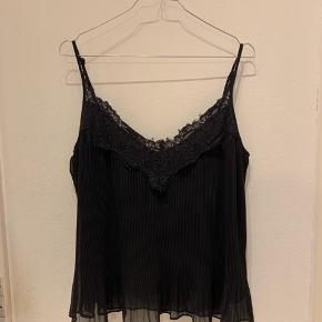 Sort blondetop / camisole fra Zara.