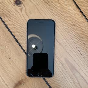 IPhone 6Virker fint på trods lidt problemer ved oplader stikket, som gør man skal vinkle opladeren før den lader. Også grunden til prisen