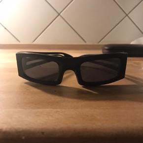 Sorte solbriller fra Karl Lagerfeld Aldrig brugt Uden etui