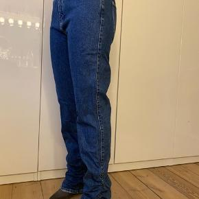 Super fede jeans, kun prøvet på aldrig brugt.   Køber betaler porto og gebyr