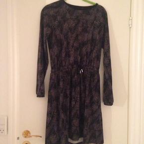 God og lidt kraftig kjole fra petit by Sofie Schnoor. Np 300