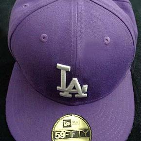 New Era 59Fifty Basic LA Dodgers MLB lilla Str 7 5/8 (60,6 cm)  Brugt få gange og som ny, købspris 340 kr  Porto 37 kr
