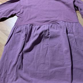 Kjole fra Zara, er brugt men ingen slid. Den er oversize