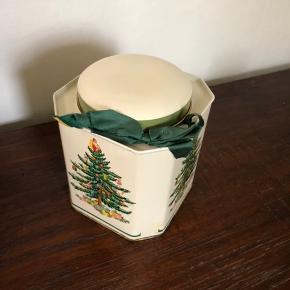Fin lille ældre juledåse til julethe fx :)