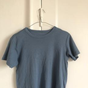 Fin tshirt fra muji i str small, brugt to gange byd
