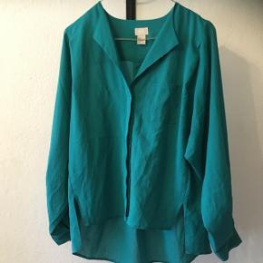 Smuk skjorte bluse fra H&M i str. 38.  Brugt få gange.  35kr, eller byd endelig! Aarhus