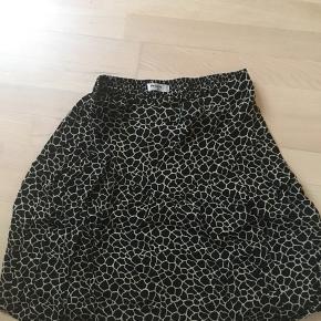 Rigtig sød nederdel, som nærmest ikke er brugt.