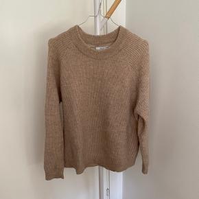 Lækker strik / sweater fra Envii   Str.: L  Farve: beige  Stand: brugt enkelte gange og fremstår ny   Nypris: 450,-