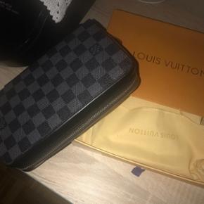 Pochette Louis Vuitton Original porté 2x (Neuf)Convient pour Hommes et Femmes  Négociations privé