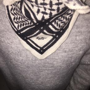 Sælger dette  lala Berlin tørklæde i str xs. Bytter også  Mp 700