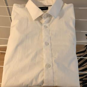 Lang ærmet hvid Clean Cut Copenhagen skjorte XL. Aldrig brugt.