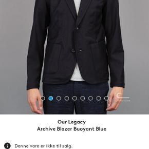 Archive blazer fra our legacy er sjovt twist på en klassiske jacket. Lavet i blandingsmateriale som gør jakken let og bevægelig.  Mp 650 Ny Ca 2300