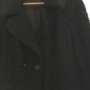 Vintage persianer pels. Den var oprindeligt meget lang, men jeg har lagt den op, så den går til omkring knæet.