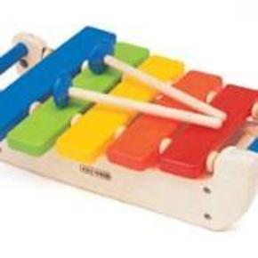 KIDS-WOOD XYLOFON - SOM NY - SKØNT TRÆLEGETØJ   KIDS-WOOD XYLOFON - I FLOTTE FARVER.  Mozart startede da han var 3! Med 5 toner, i forskellige farver og med 2 køller til at spille med. Xylofonen er en sjov mulighed for at introducere de små for musik. 32 cm.     ALLETIDERS TIL UNGERNE.     I MEGET GOD STAND - SOM NY, ER STORT SET IKKE BRUGT.     NYPRIS 249,-KR.    KUN SALG - IKKE BYTTE    MINDSTEPRIS 129,-KR + PORTO.  XYLOFON - SOM NY - MUSIKINSTRUMENT - SKØNT TRÆLEGETØJ Farve: SE BILLEDE Oprindelig købspris: 249 kr.