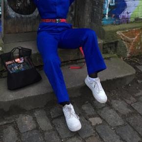 Fedeste workwear buksedragt næsten som ny, brugt til København fashion week Bare BYD 🌸