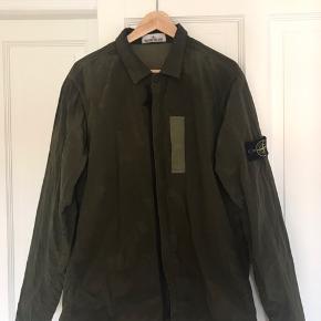 Skøn jakke, men får den ikke brugt. QR-kode på jakken (bekræfter ægtheden). Oprindelig pris: 2500kr.