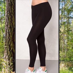 lækre sorte leggings Aldrig brugt Str. Small   Kan hentes på Frederiksberg :-)   Kan hentes i Holbæk eller i Kbh :-)