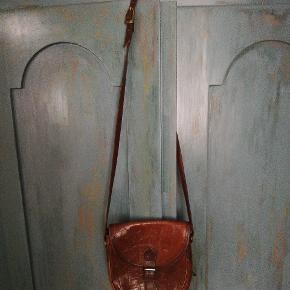 Dejlig taske der står R på som mærke