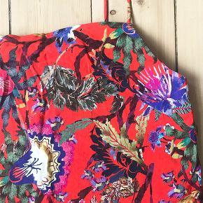 Fin blomstret top fra H&M. Skriv for billeder med den på :-)