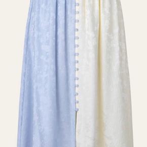 Helt ny nederdel fra Stine Goya.  Fejler intet, den nåede bare ikke at blive returneret efter at være blevet købt i forkert str
