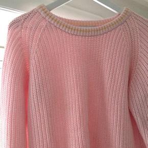 Fin sweater fra Mads Nørgaard, kun brugt få gange. Den er for fin til bare at ligge i skuffen, så den må videre ☀️