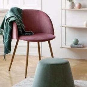 Sælger mine 4 elskede stole fra Søstrene Grene, grundet pladsmangel.  Stolene er brugt men fejlfri - man sidder fantastisk. Sælges gerne samlet, afhentes på Østerbro. Nypris i alt 1600 BYD