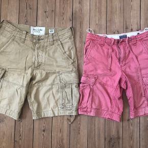 2 par cargo shorts i str. 32. - 1 par Ralph Lauren (rødlige) - 1 par Abercrombie and Fitch (beige)  Samlet pris 200 kr Hver for sig 150 kr stk