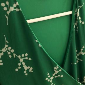 Så sød grøn sommer slå om kjole, brugt få gange.