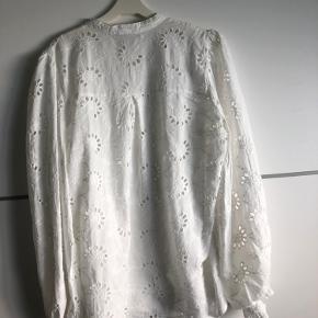 Banditas bluse i broderi anglaise brugt en dag