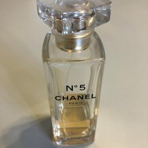 Chanel no. 5 .  Eau premiére  1/3 fuld. Oprindelig en 75 cl.