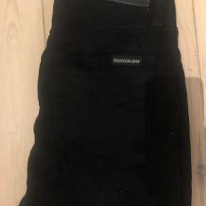 Fine jeans fra Calvin Klein. Størrelse 26/32.