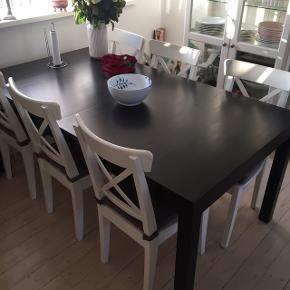 Spisebord i mahogni m. 2 ekstra plader. Mål: 175x95 Sælges for 800,-  Afhentes i Dragør hurtigst muligt.