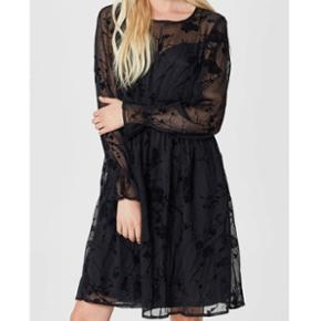Virkelig fin kjole fra Selected Femme - brugt 2-3 gange! Np. 600kr. Str 36.