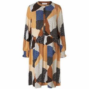 Sælger denne smukke kjole fra Storm & Marie i størrelse 38. Kjolen er aldrig brugt. Købt for 1.200kr.