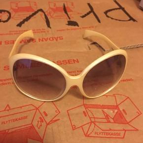 Pilgrim solbriller.  Skal lige pudses, så er de fjong.