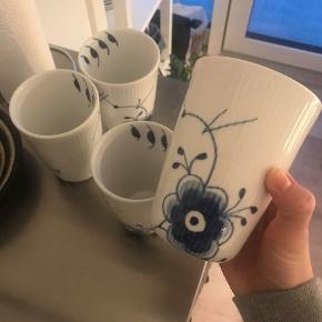 Byd gerne.  Royal Copenhagen Blå Mega Mussel termokopper, 39 cl. 1. sortering.  Nypris 600 kr. pr. kop.  Alle 4 stk. er intakte og fuldstændig uden skår.  500 kr. pr. kop, sælges samlet eller hver for sig.  Brudgaranti medfølger. Originale æsker haves desværre ikke længere.