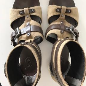Ash sandaler